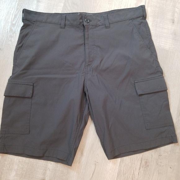 Eddie Bauer Other - men's Eddie Bauer TRAVEX cargo shorts 42